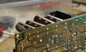 Een aantal condensators parallel.