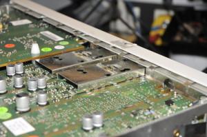 Het analoge deel met sporen van eerdere reparatie activiteiten.